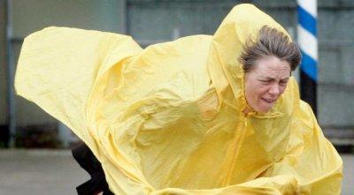 По всей стране объявлено  штормовое предупреждение: имеются человеческие жертвы.
